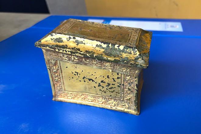Cận cảnh cổ vật bằng vàng tại Nghệ An vừa được công nhận là bảo vật Quốc gia - Ảnh 2.