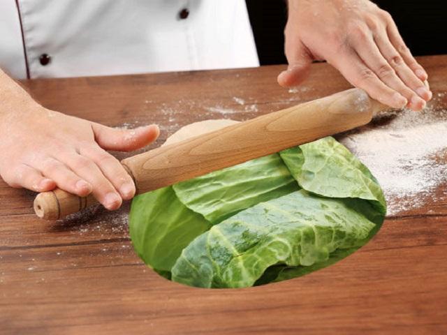 Đắp lá bắp cải lên chân: Cách chữa bệnh gút, đau xương khớp vô cùng hiệu quả - Ảnh 2.