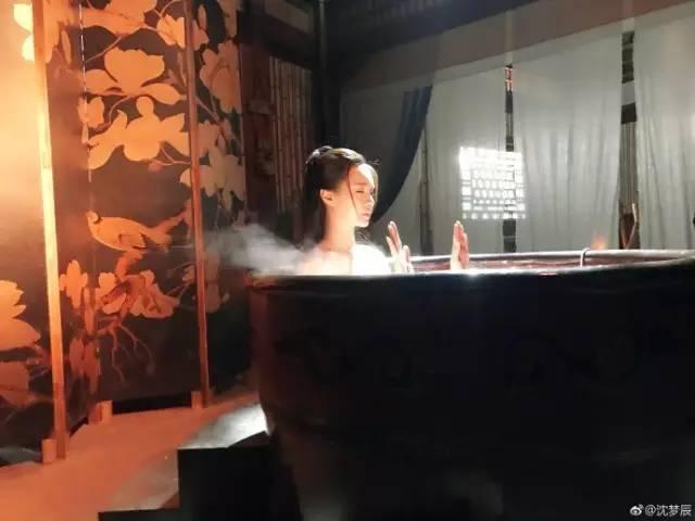 Sự thật hài hước sau nhưng cảnh nóng nhất phim Hoa ngữ - Ảnh 1.