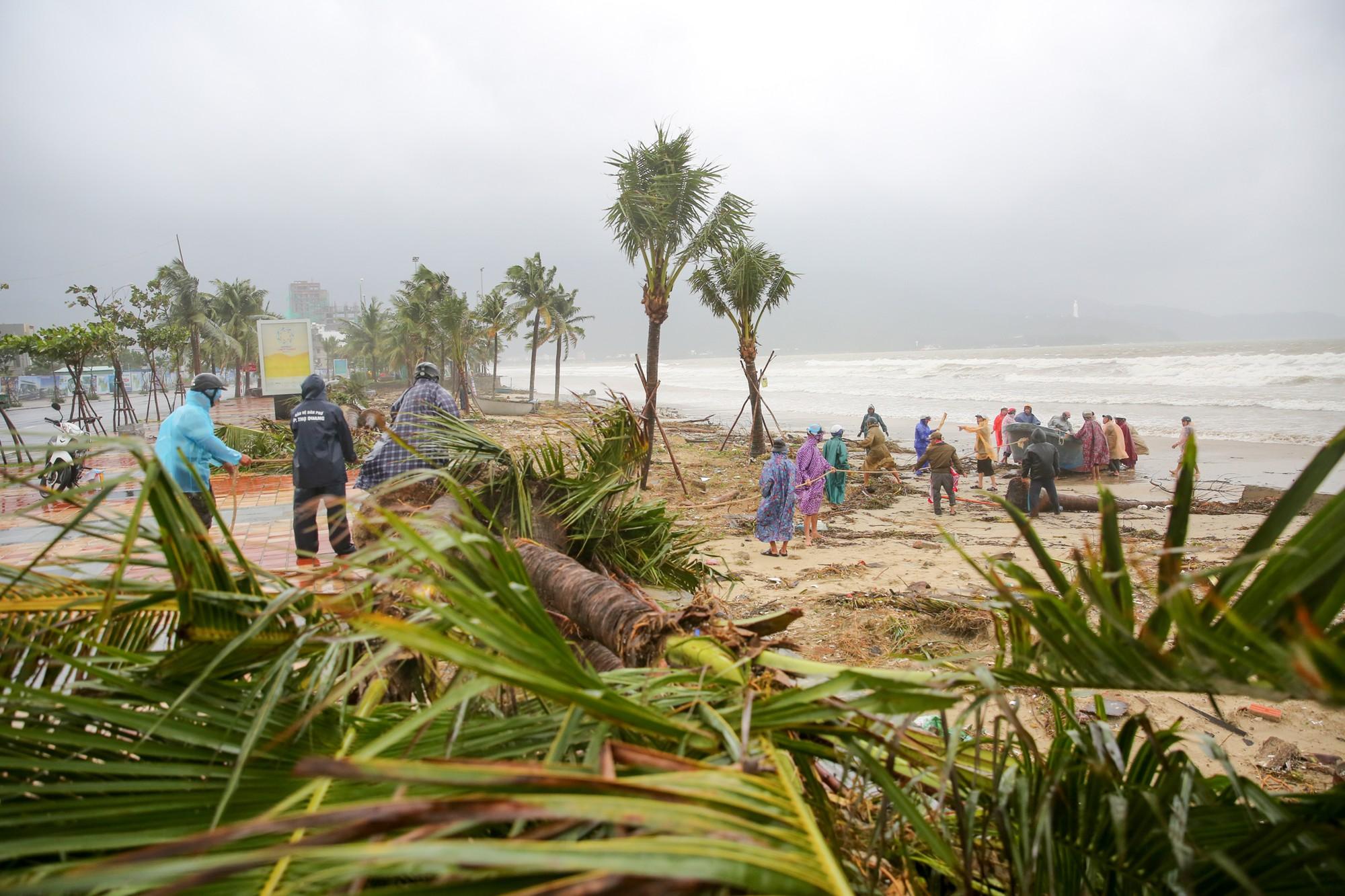[PHOTO ESSAY] Toàn cảnh Đà Nẵng: Chạy đua với bão chuẩn bị cho khai mạc APEC - Ảnh 4.