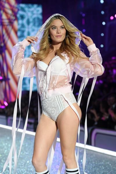 Victorias Secret Fashion show 2017: Show diễn hoành tráng nhất lịch sử  hãng nội y danh tiếng - Ảnh 6.