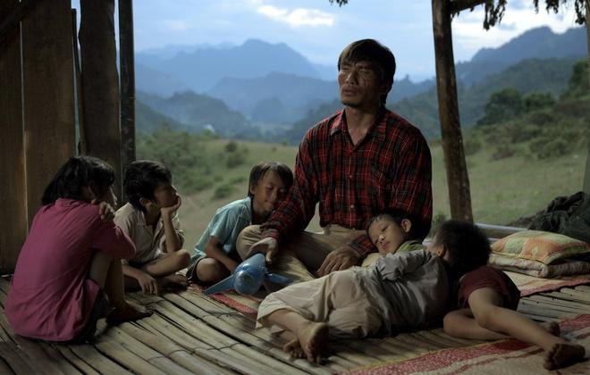 Có gì đặc biệt ở Cha cõng con - Phim Việt Nam được tham dự Liên hoan phim Quốc tế? - Ảnh 4.