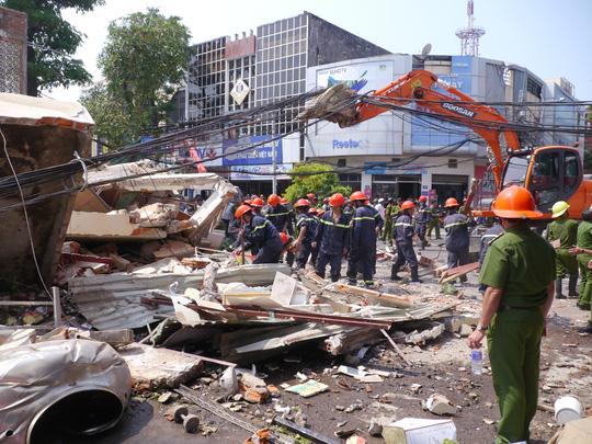 """Sập nhà 3 tầng ở Quy Nhơn: """"Phát hiện vết nứt trên tường trước 1 ngày - Ảnh 2."""