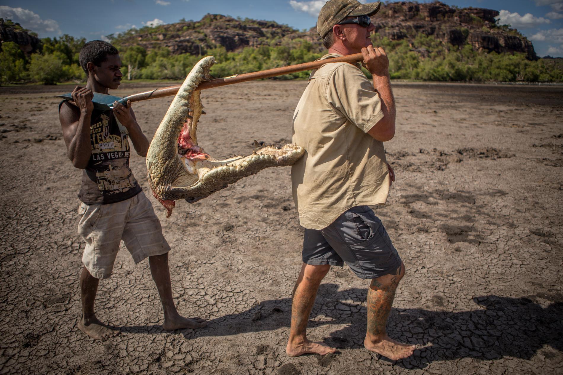 Săn cá sấu khổng lồ trên con thuyền vỏn vẹn dài 4m: Khi cuộc chiến thực sự bắt đầu! - Ảnh 8.