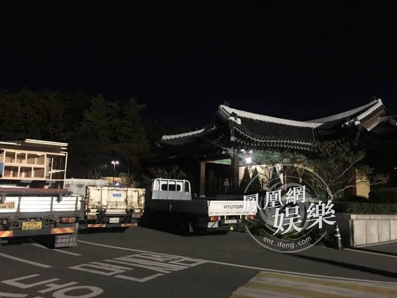 Sao Hàn: Siêu đám cưới Song Hye Kyo - Song Joong Ki: Dàn siêu xe rước dâu hoành tráng lộ diện