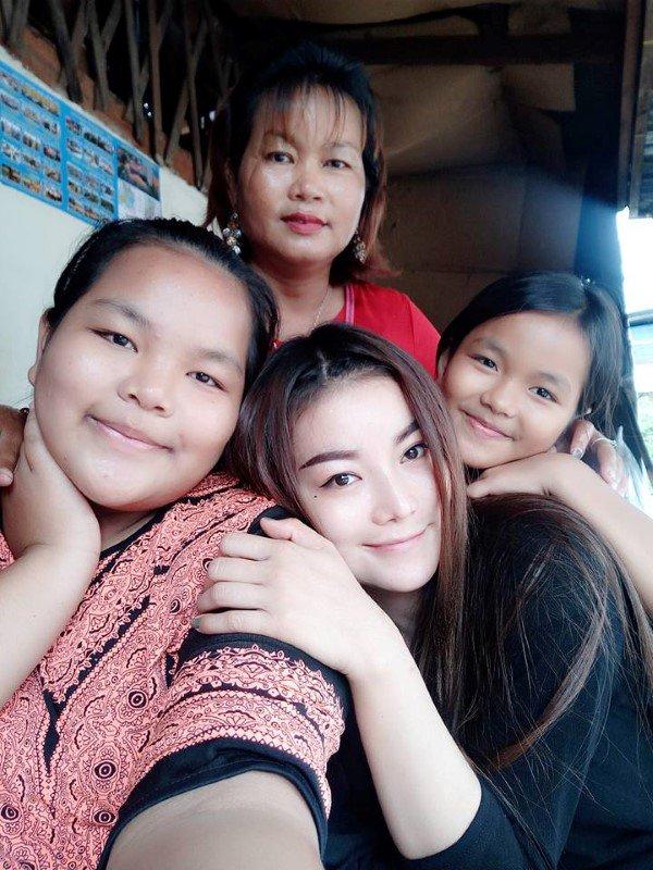 Gia cảnh đáng thương của Á quân The Voice Campuchia bị chồng bắn chết - Ảnh 1.