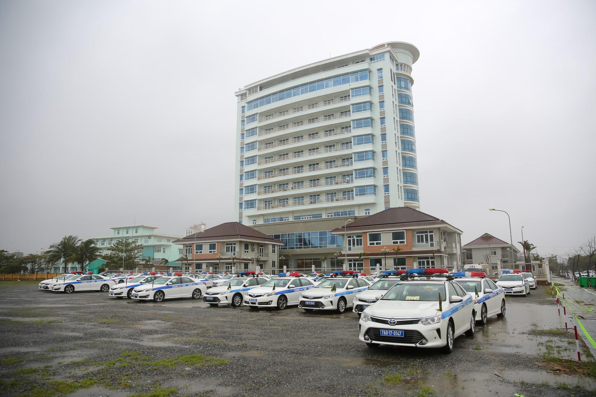 [PHOTO ESSAY] Toàn cảnh Đà Nẵng chạy đua với bão chuẩn bị cho khai mạc APEC - Ảnh 16.