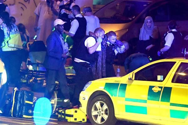 Lao xe tải vào đám đông người Hồi giáo ở London: Cảnh sát Anh xác nhận vụ tấn công mang dấu hiệu khủng bố - Ảnh 8.