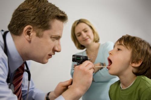 Ung thư vòm họng - 1 bệnh ung thư đứng đầu ở VN: 3 dấu hiệu phát hiện bệnh sớm cần nhớ - Ảnh 2.