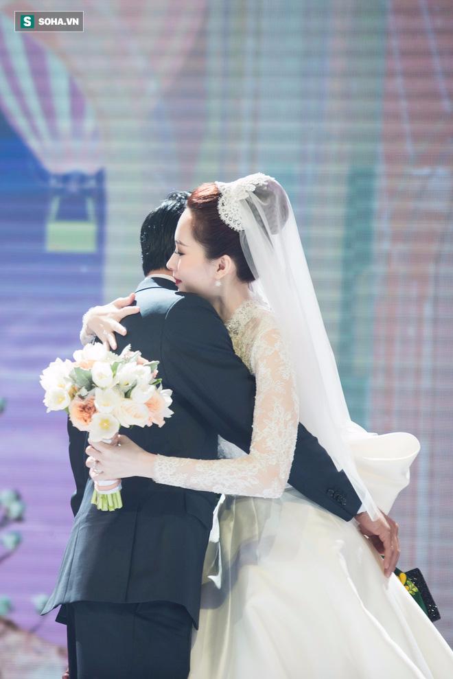 [TRỰC TIẾP] Toàn cảnh đám cưới Đặng Thu Thảo: Không gian cưới lộng lẫy như truyện cổ tích - Ảnh 1.
