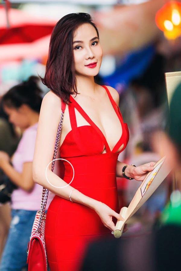 Lỗi hài hước gây cười trong bộ ảnh bikini nóng bỏng của Dương Yến Ngọc - Ảnh 5.