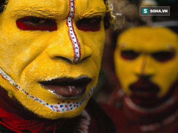 Kì bí chuyện ăn thịt người, giết phù thủy dưới những tán rừng rậm Papua New Guinea - Ảnh 2.