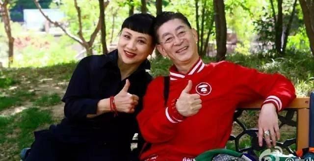 Lục Tiểu Linh Đồng và cuộc hôn nhân 30 năm không có lễ cưới - Ảnh 3.
