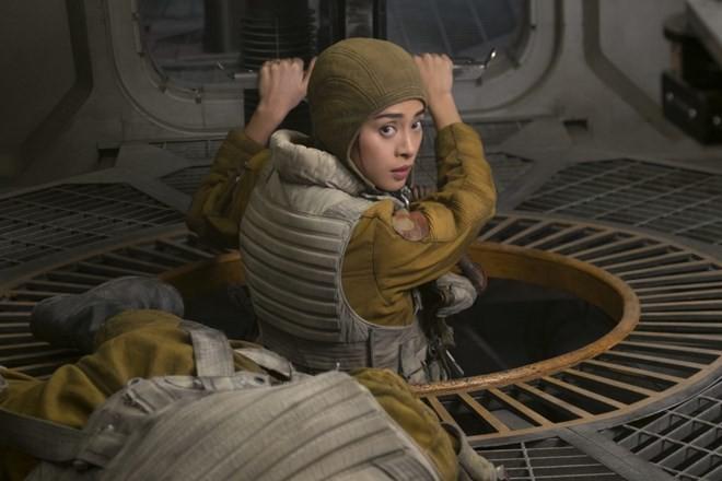 """Vai diễn của Ngô Thanh Vân trong Star Wars: Sự thật có hơn Lý Nhã Kỳ ở """"Shanghai""""? - Ảnh 3."""