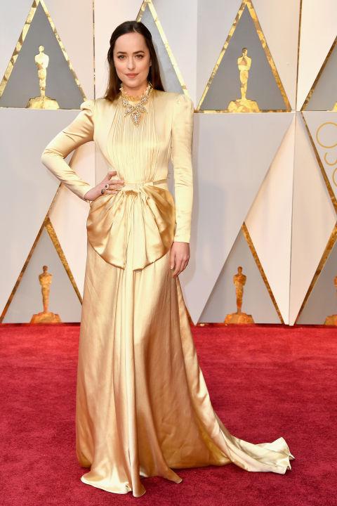 Thảm đỏ Oscar 2017: Mỹ nhân 50 Sắc Thái mờ nhạt dù mặc toàn đồ hiệu - Ảnh 16.
