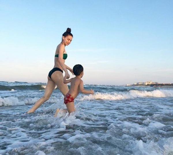 Qua rồi thời bị chê gầy, Hồ Ngọc Hà tự tin khoe thân hình quyến rũ với bikini 7