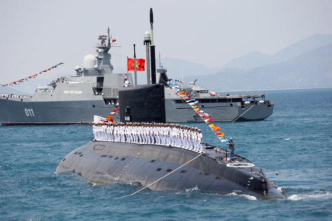 Thủy thủ Việt Nam ở Ấn Độ: Chào tàu ngầm Kilo Việt Nam ra biển lớn - Ảnh 2.