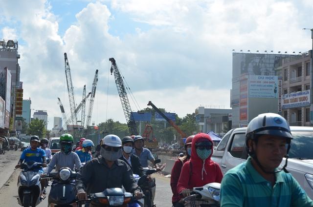 Chủ tịch Huỳnh Đức Thơ hứa thưởng vài trăm triệu cho công nhân nếu xong đúng tiến độ 2