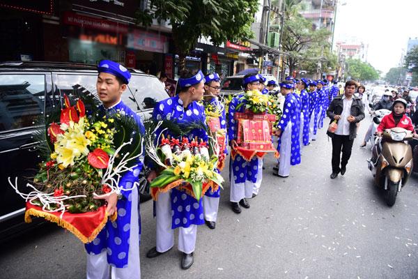 Toàn cảnh đám hỏi xa hoa, lộng lẫy của Thu Ngân: Hoa hậu buộc phải tháo bớt vàng - ảnh 4