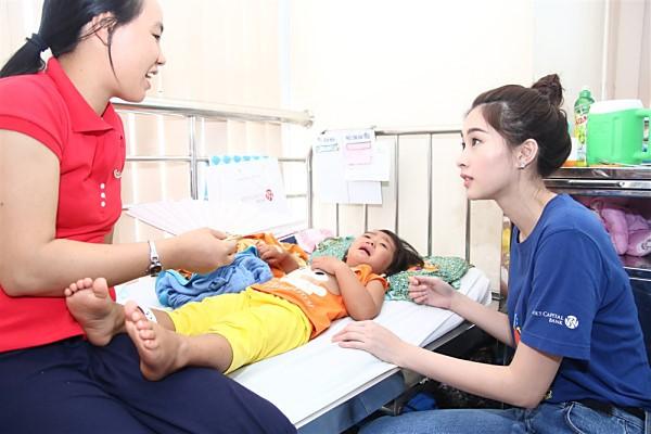 Đặng Thu Thảo có làm mất giá trị của Hoa hậu Việt Nam như lời NTK Việt Hùng nói? - Ảnh 9.