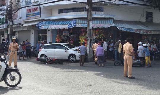 Vụ công an lái ô tô tông 7 xe máy: Không có chuyện lấy xe tang vật đi nhậu gây tai nạn - Ảnh 1.