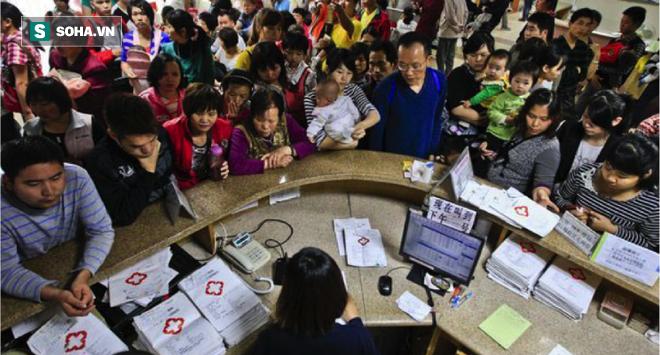 [Phóng sự dài kỳ]  Bạo lực y tế Trung Quốc: Hệ thống y tế sụp đổ  - Ảnh 2.
