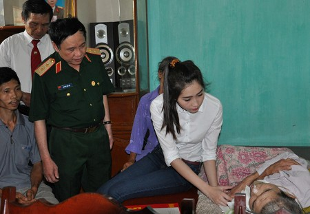 Đặng Thu Thảo có làm mất giá trị của Hoa hậu Việt Nam như lời NTK Việt Hùng nói? - Ảnh 10.