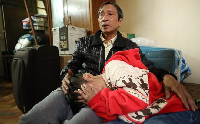 Clip: Bé trai 10 tuổi bị bạo hành dã man kể lại hành trình chạy trốn khỏi nhà bố đẻ, mẹ kế - Ảnh 4.