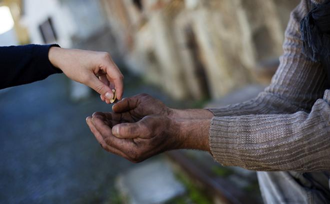 Chàng thanh niên nghèo trở nên giàu có sau khi nhặt được một đồng xu - Ảnh 1.