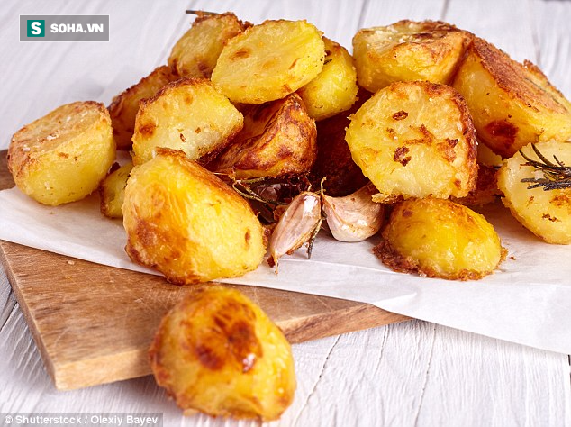 Các chuyên gia tiếp tục cảnh báo nguy cơ mắc ung thư cao do cách nấu khoai tây và bánh mì - Ảnh 1.
