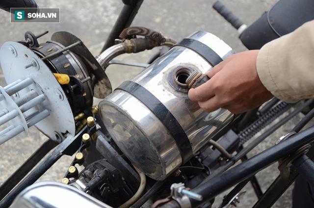 Cận cảnh chiếc mô tô độ cả súng đại liên, băng đạn vừa bị CSGT Đà Nẵng bắt giữ - ảnh 8