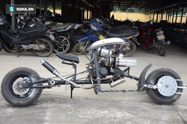 Cận cảnh chiếc mô tô độ cả súng đại liên, băng đạn vừa bị CSGT Đà Nẵng bắt giữ - ảnh 10