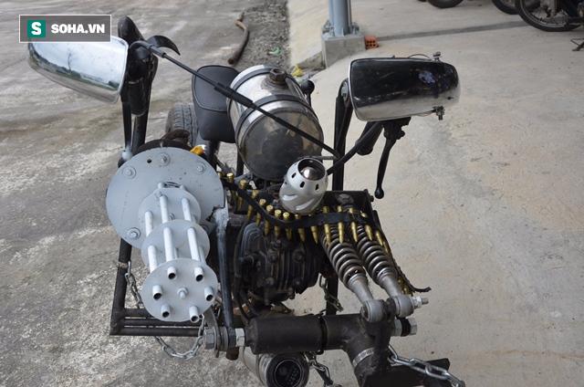 Cận cảnh chiếc mô tô độ cả súng đại liên, băng đạn vừa bị CSGT Đà Nẵng bắt giữ - ảnh 3