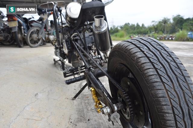 Cận cảnh chiếc mô tô độ cả súng đại liên, băng đạn vừa bị CSGT Đà Nẵng bắt giữ - ảnh 4