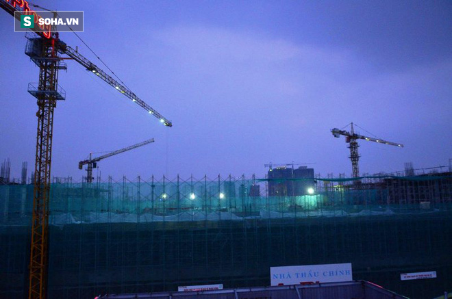 Sập tại công trình xây trung tâm thương mại ở Sài Gòn, nhiều người bị thương - Ảnh 1.