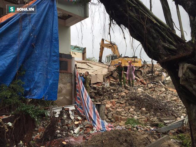 Sập tòa nhà trụ sở cũ của báo Đà Nẵng khi tháo dỡ, 2 người chết - Ảnh 3.