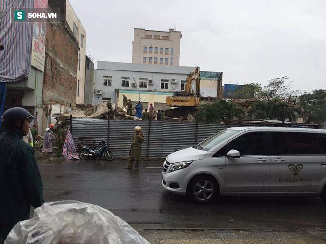Sập tòa nhà trụ sở cũ của báo Đà Nẵng khi tháo dỡ, 2 người chết - Ảnh 4.