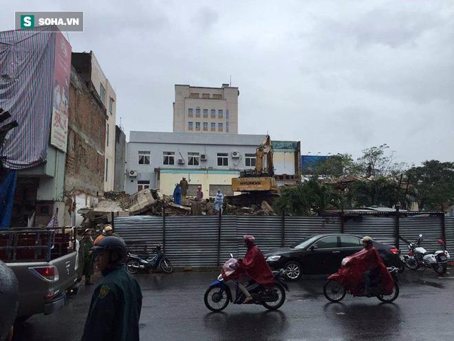 Sập tòa nhà trụ sở cũ của báo Đà Nẵng khi tháo dỡ, 2 người chết - Ảnh 5.
