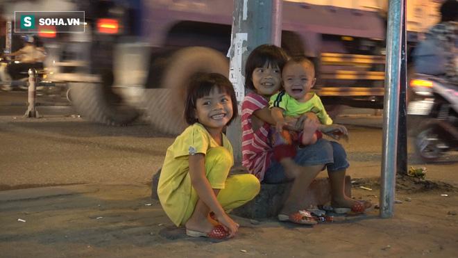 Người phụ nữ 24 tuổi đẻ 5 đứa con, sống bằng nghề nhặt rác, bán vé số giữa Sài Gòn - Ảnh 3.