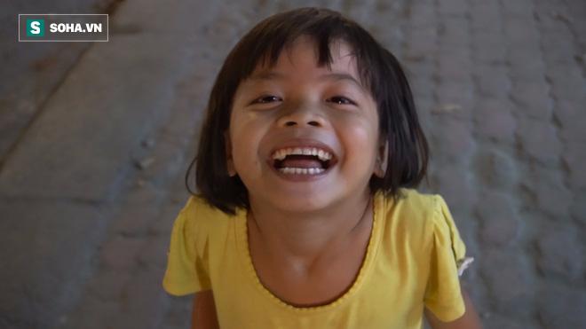 Người phụ nữ 24 tuổi đẻ 5 đứa con, sống bằng nghề nhặt rác, bán vé số giữa Sài Gòn - Ảnh 7.