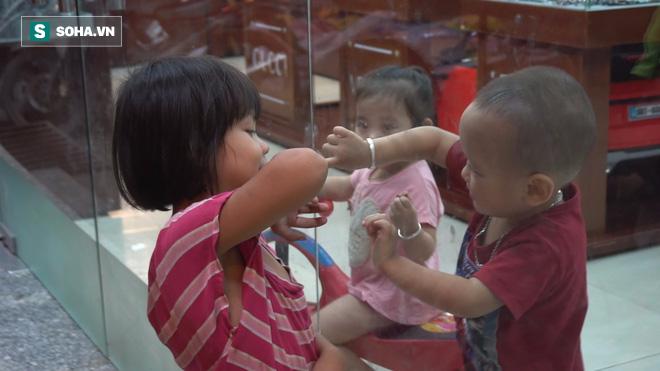 Người phụ nữ 24 tuổi đẻ 5 đứa con, sống bằng nghề nhặt rác, bán vé số giữa Sài Gòn - Ảnh 6.
