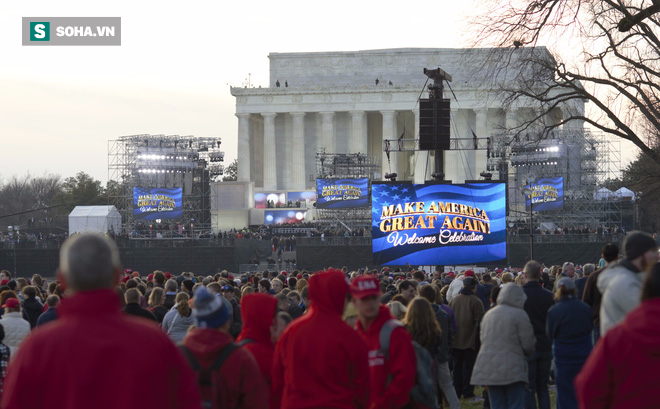 Từ Washington DC: Hàng ngàn người không ngủ ở National Mall chờ tân Tổng thống - Ảnh 1.