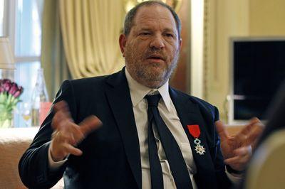 Vụ bê bối sex của ông trùm Hollywood: Viện Hàn Lâm Mỹ khai trừ, thu hồi Huân chương Bắc Đẩu Bội tinh - Ảnh 1.