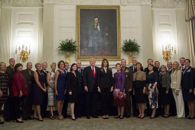 Tổng thống Trump họp với loạt tướng lĩnh cấp cao, úp mở về khoảng lặng trước cơn bão - Ảnh 1.