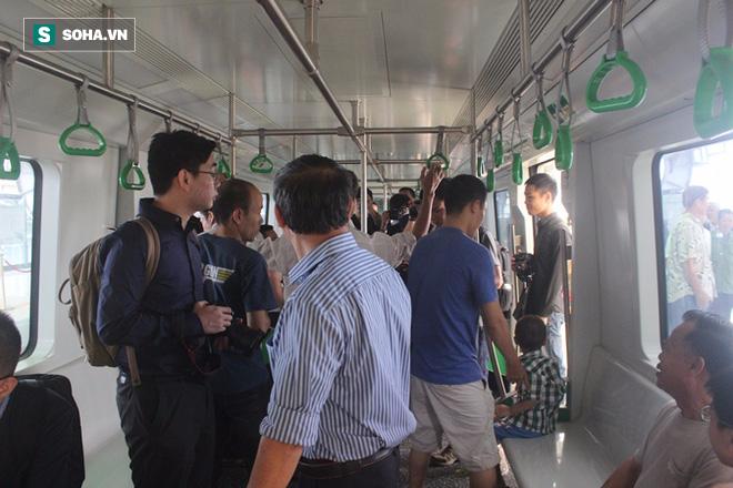 Cận cảnh nhà ga, tàu đường sắt trên cao Cát Linh - Hà Đông - ảnh 13