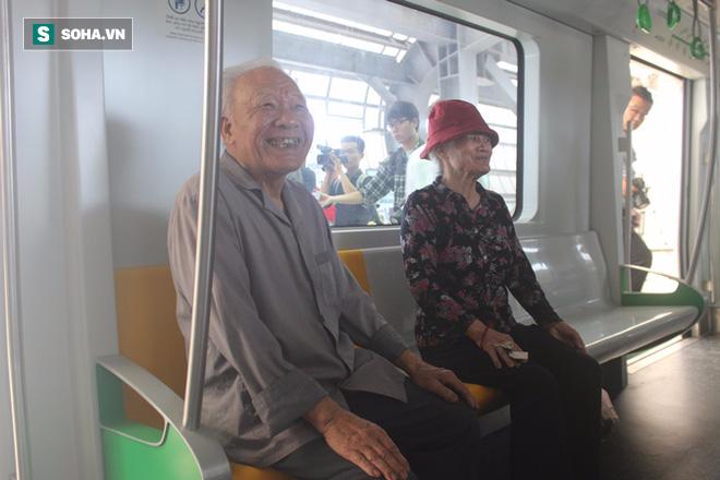 Cận cảnh nhà ga, tàu đường sắt trên cao Cát Linh - Hà Đông - ảnh 15