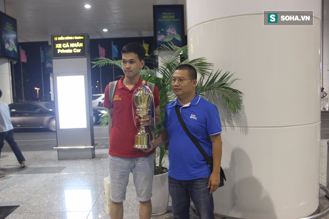 Thần đồng Việt nhận tiền thưởng kỷ lục sau khi đánh bại Con rồng Trung Quốc - Ảnh 1.