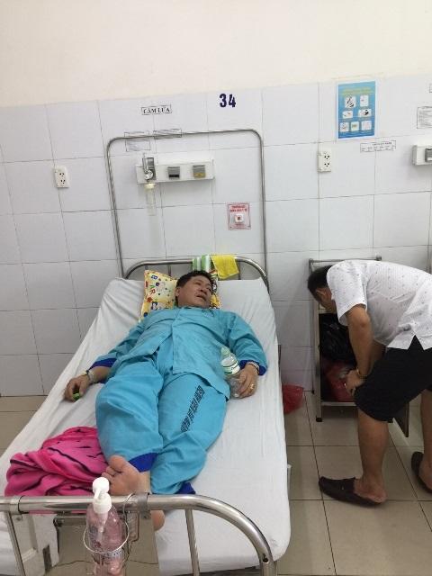 Đoàn cán bộ Vũng Tàu bị ngộ độc thực phẩm ở Đà Nẵng sau bữa cơm gà - Ảnh 1.