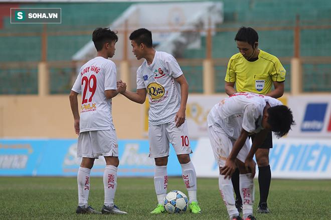 Sếp CLB phố Núi nhấp nhổm trên khán đài nhìn U19 HAGL thua đau trước Myanmar - Ảnh 1.
