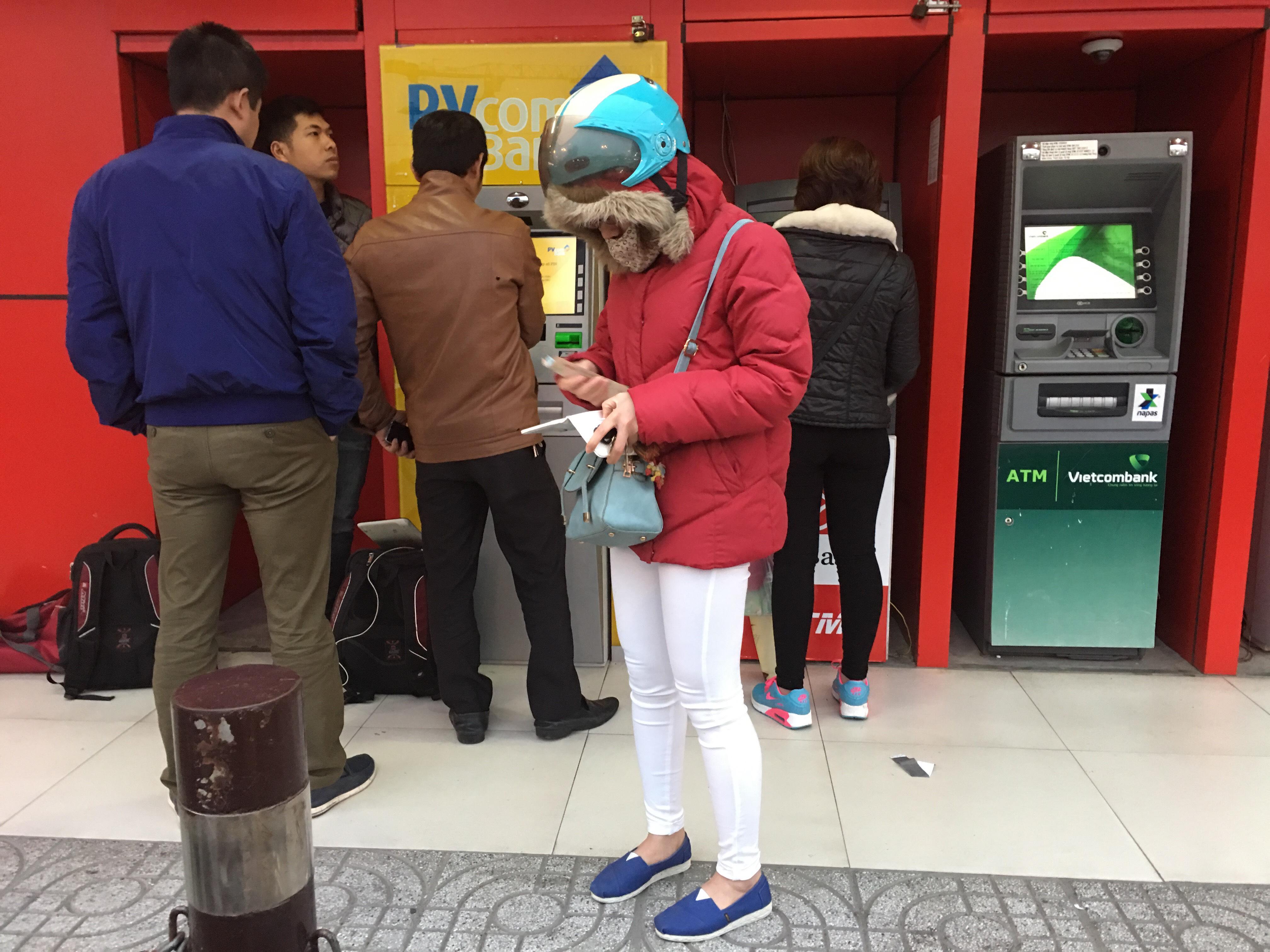 PVcombank nói về việc cây ATM nhả ra tờ giấy in số 500.000 VNĐ khi khách